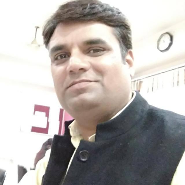A leader in Bihar election in PPE kit, RJD की चुनावी बैठक में PPE किट पहनकर पहुंच गए ये नेताजी, चौंक गए तेजस्वी यादव