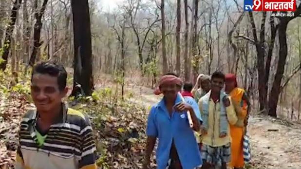 नक्सली हमला, VIDEO: जहां नक्सलियों ने 25 नेताओं को उतारा मौत के घाट, वहीं पर ग्रामीणों ने दी डर को मात
