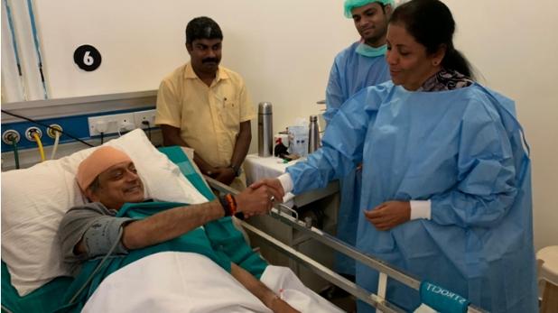 शशि थरूर, निर्मला सीतारमण के साथ तस्वीर शेयर कर थरूर ने क्यों कहा, 'राजनीति में शिष्टता काफी दुर्लभ है'