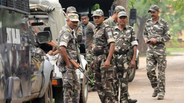 ied blast first phase voting naxal attack, First Phase Voting: नक्सलियों ने CRPF के जवानों पर की गोलीबारी