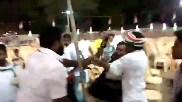 Photo journalist beaten by congress worker, कांग्रेस की रैली में पत्रकार की पिटाई वाला वीडियो वायरल, क्या राहुल गांधी करेंगे कार्रवाई?