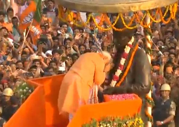 PM Modi Varanasi road show, नामांकन से पहले PM मोदी का शक्ति प्रदर्शन, स्वागत में उमड़ पड़ा काशी, देखें तस्वीरें