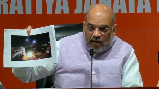 Amit Shah, PC में अमित शाह ने दिखाए सबूत, बोले- CRPF न होती तो मेरा बचकर निकलना मुश्किल था