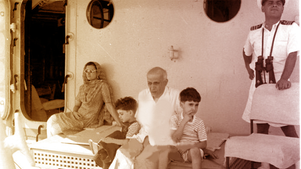जवाहर लाल नेहरु, जवाहर लाल नेहरू ने भी परिवार संग INS दिल्ली युद्धपोत में फरमाया था आराम