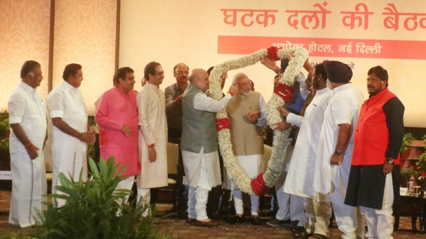 Amit Shah, अमित शाह की दावत में पहुंचे NDA के 36 दल, मोदी के सम्मान में पास किया प्रस्ताव