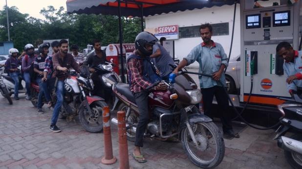 petrol-price-slash, दिल्ली में 4 दिनों में पेट्रोल 36 पैसे, डीजल 53 पैसे हुआ सस्ता