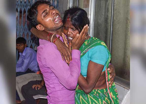 chamki bukhar, PHOTOS: चमकी बुखार ने ली 60 बच्चों की जान, अपनों को खोने का दर्द, बिलखते परिजन