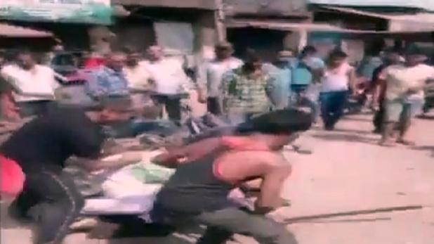 Army, बागपत में रेस्तरां कर्मचारियों ने 2 आर्मी जवानों को सड़क पर बुरी तरह पीटा, वीडियो Viral