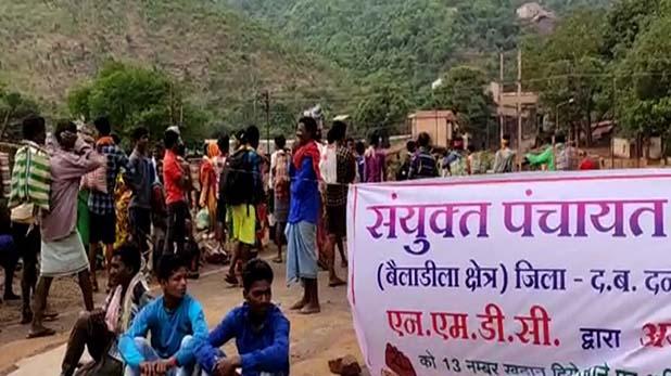 Adani, छत्तीसगढ़: जंगल बचाने के लिए सरकार और अडानी के खिलाफ खड़े हुए आदिवासी