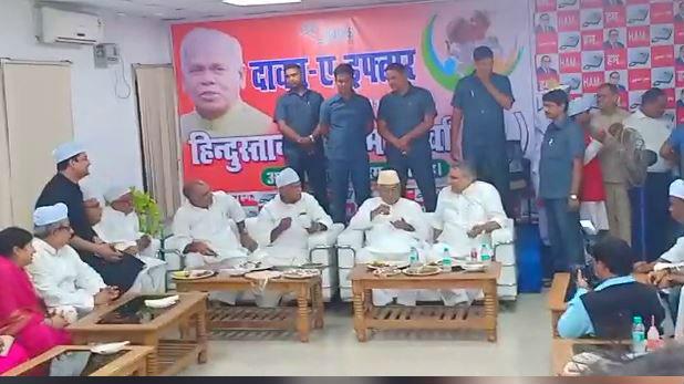 जीतन राम मांझी नीतीश कुमार, NDA से दूर जाने की अटकलों के बीच, जीतन राम मांझी के 'करीब' नजर आए नीतीश कुमार