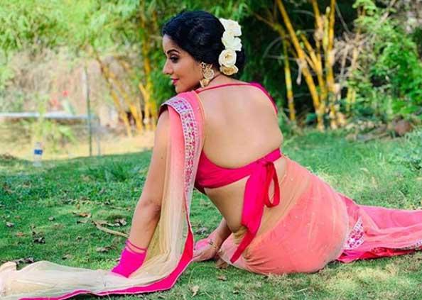 sexy photo of Monalisa, ब्लैक साड़ी में कहर ढा रही भोजपुरी एक्ट्रेस मोनालिसा, देखें Photo