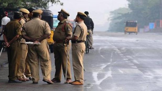 vikash dubey family, Kanpur Encounter: गैंगस्टर विकास दुबे की पूरी कुंडली, 19 साल पहले थाने में घुसकर की राज्यमंत्री की हत्या