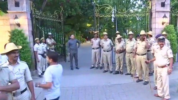 , कर्नाटक सियासी संकट: एचडी कुमारस्वामी होटल ताज वेस्ट एंड में करेंगे बैठक
