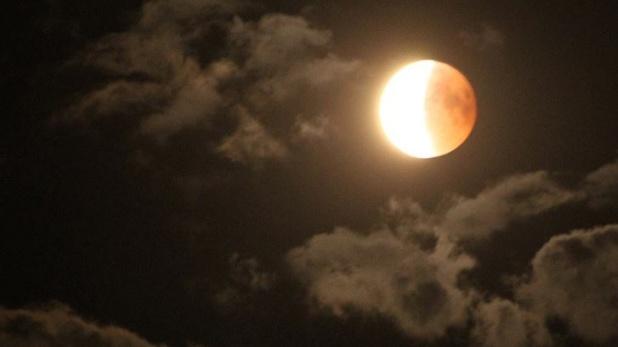 chandra grahan 2020, Lunar Eclipse 2020 India: साल का तीसरा चंद्र ग्रहण आज, जानें समय और ये खास बातें