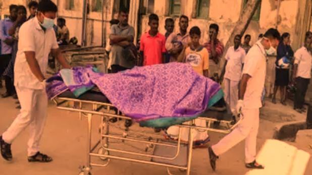 patient, इंदौर: एक ही स्ट्रेचर पर लिटाए गए महिला और पुरुष मरीज, Video हुआ वायरल