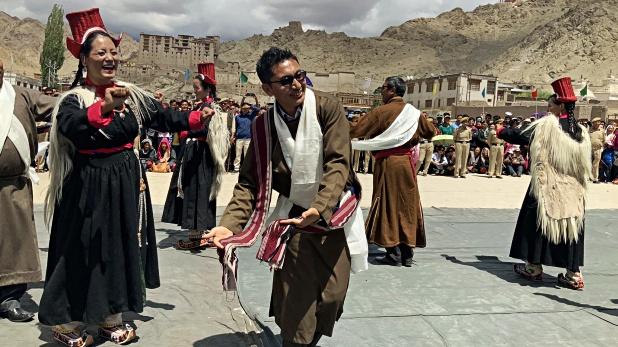 Jamyang Tsering Namgyal, VIDEO: आजादी के जश्न में झूम उठा लद्दाख, सांसद नामग्याल ने PM मोदी को दिया धन्यवाद
