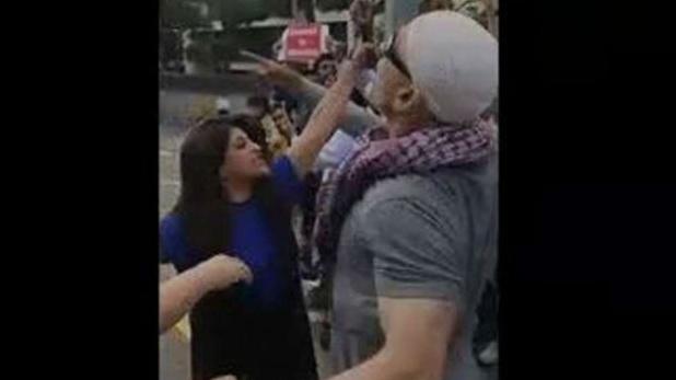 Shazia Ilmi confront Pakistan supporters, जब भारत विरोधी नारे लगाने वाले पाकिस्तानियों से भिड़ गईं शाज़िया, देखें वीडियो