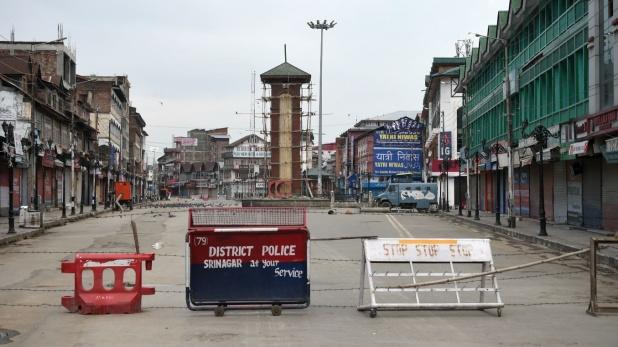 Jammu and Kashmir 2G internet in 5 districts with Broadband service in the valley, जम्मू-कश्मीर: पांच जिलों में 2G इंटरनेट के साथ घाटी में ब्रॉडबैंड सेवा शुरू, सोशल मीडिया पर रोक जारी