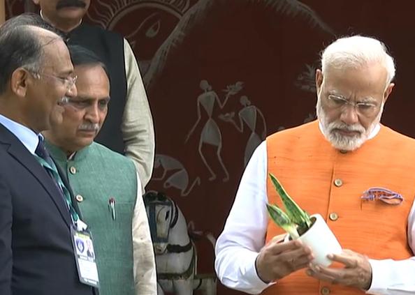 पीएम नरेंद्र मोदी, पीएम नरेंद्र मोदी ने गुजरात में कैसे मनाया 69वां जन्मदिन, देखें तस्वीरें