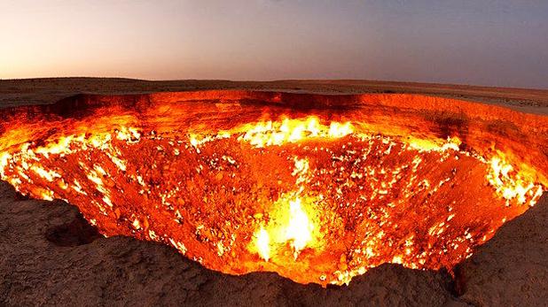 Darvaza Gas Crater, पिछले 50 सालों से लगातार जल रहा है ये रेगिस्तान, लोग कहते हैं 'जहन्नुम का दरवाजा'