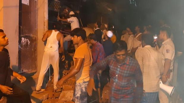 building collapse, दिल्ली के सीलमपुर में 4 मंजिला इमारत गिरी, 2 की मौत, 3 गंभीर रूप से घायल