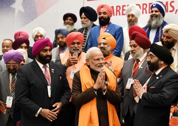 Howdy Modi, Howdy Modi: अमेरिका में दिखी मिनी इंडिया की झलक, गुरबाणी, योग, मंत्र, समोसे, गरबा की रही धूम