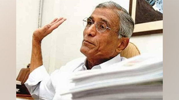 ias-ravindra-kumar, IAS रविन्द्र कुमार ने माउंट एवरेस्ट पर तिरंगा फहराकर दिया ये संदेश, देखें VIDEO