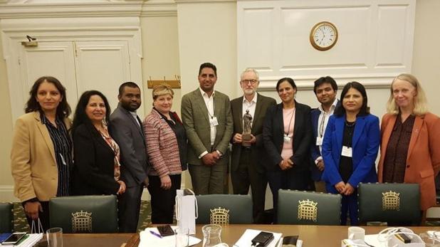 ब्रिटिश सांसद से मिले कांग्रेस नेता, कश्मीर से 370 हटाने का विरोध करने वाले ब्रिटिश सांसद से मिले कांग्रेस नेता, बीजेपी भड़की