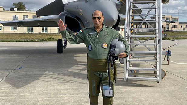 राफेल रक्षामंत्री बने राजनाथ सिंह, राफेल में उड़ान भरने वाले पहले रक्षामंत्री बने राजनाथ सिंह, कहा- जिंदगी का अद्भुत क्षण