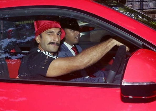 Ranveer lamborghini, मुंबई की सड़कों पर 3 करोड़ की कार में घूमते दिखे रणवीर सिंह, वायरल हुईं फोटो