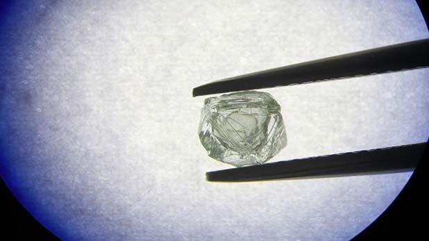 diamond in russia, रूस में घटी ऐतिहासिक घटना, खदान में हीरे के अंदर मिला हीरा