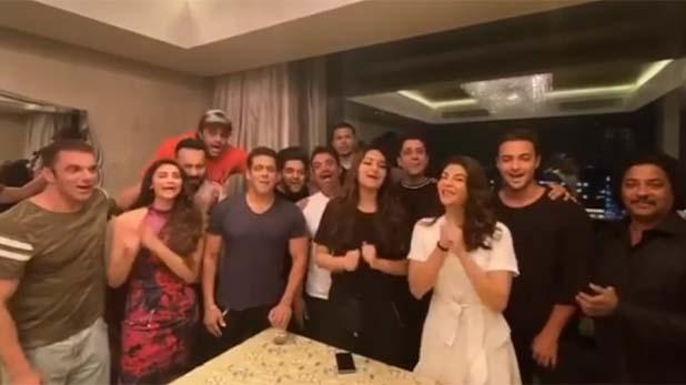 salman khan wishes happy birthday to shahrukh khan, शाहरुख ने बर्थडे पर नहीं उठाया सलमान का फोन, भाईजान ने वीडियो पोस्ट कर कही ये बात…