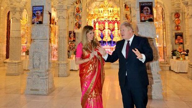 Boris Johnson visited temple to woo voters, भारतीय वोटर्स को लुभाने मंदिर पहुंचे बोरिस जॉनसन, कहा- न्यू इंडिया बनाने में PM मोदी का देंगे साथ