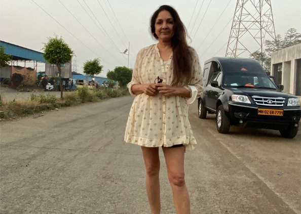 Neena Gupta in Frock, नीना गुप्ता पर चढ़ा 'Frock Ka Shock', तस्वीरों में देखें 60 की उम्र में एक्ट्रेस का बोल्ड लुक