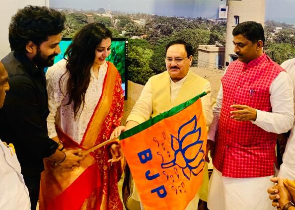 Actress Namitha joins BJP, Photos: साउथ की इस एक्ट्रेस ने ज्वॉइन की BJP, दक्षिण के राज्यों में लाखों फॉलोवर