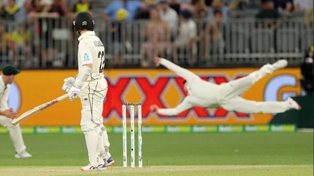 aus vs nz steve smith super catch, AUS vs NZ : स्टीव स्मिथ ने एक हाथ से लपका ऐसा कैच, देखकर चौंक गए केन विलियमसन