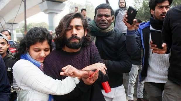 jamia student Shadab Farooq, मल्टी टैलेंटेड हैं Jamia Firing में घायल छात्र शादाब फारूक