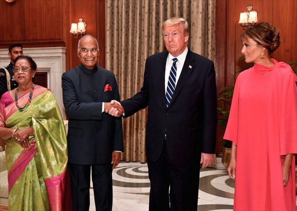 donald trump in delhi, डोनाल्ड ट्रंप के लिए रखी गई डिनर पार्टी, रंग-बिरंगी रोशनियों से नहाया राष्ट्रपति भवन, देखें तस्वीरें