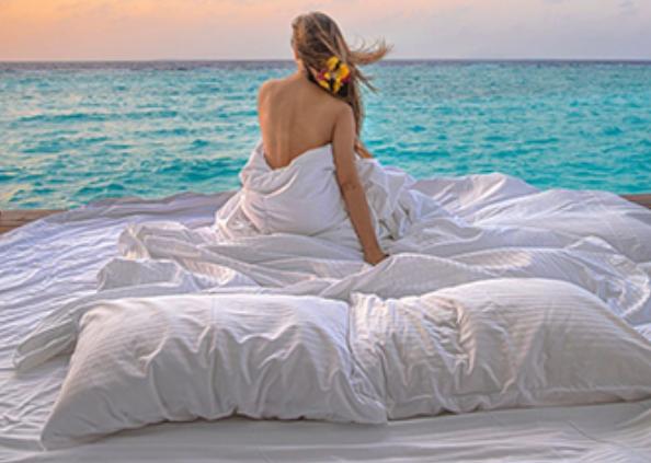 actress mouni roy maldives vacation, मालदीव में समंदर किनारे मौनी रॉय का बोल्ड अंदाज, इंस्टा पर तस्वीरें वायरल