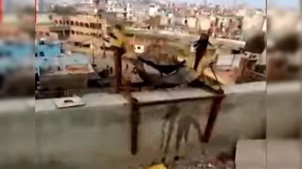 Delhi violence weapons, जल्लादों ने जुगाड़ू हथियारों से लगाई दिल्ली में आग, देखें Exclusive वीडियो