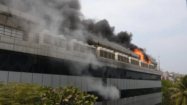 fire in Rolta Company, मुंबई : अंधेरी ईस्ट की रोल्टा कंपनी की बिल्डिंग में भीषण आग