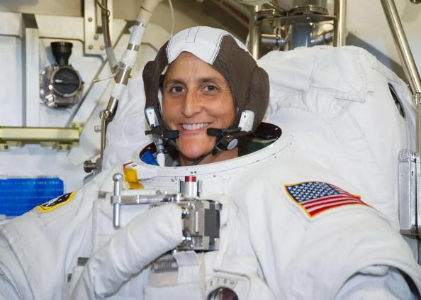 Christina Koch Longest Single Spaceflight Record, स्पेस में 328 दिन बिताकर लौटीं क्रिस्टीना कोच, तोड़ दिया इन महिलाओं का रिकॉर्ड