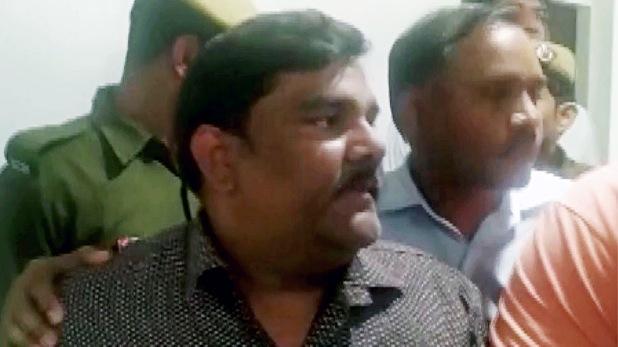 Aam Aadmi Party AAP, दिल्ली हिंसा: ताहिर हुसैन को 7 दिन की पुलिस रिमांड पर भेजा गया, अंकित शर्मा की हत्या का है आरोप
