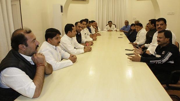 Madhya Pradesh All cabinet ministers resign, Madhya Pradesh : 20 मंत्रियों ने दिया इस्तीफा, मुख्यमंत्री कमलनाथ ने किया मंजूर