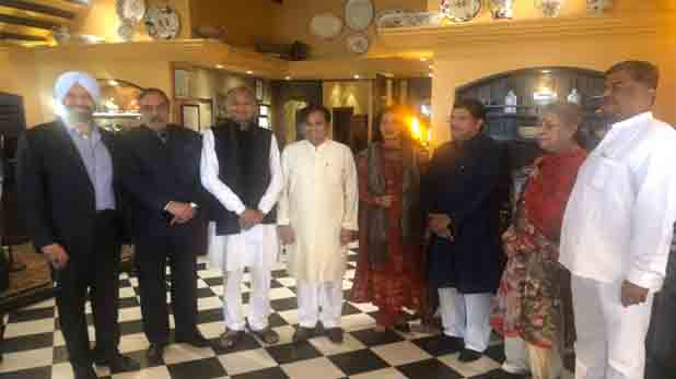 Mukul Wasnik Marries At 60, 60 साल की उम्र में कांग्रेस महासचिव मुकुल वासनिक ने रचाई शादी