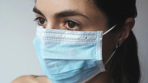 Coronavirus patients lose the power to smell anything, संक्रमित होने के तीसरे दिन से कुछ भी सूंघ पाने की शक्ति खो देते हैं कोरोना के मरीज: स्टडी