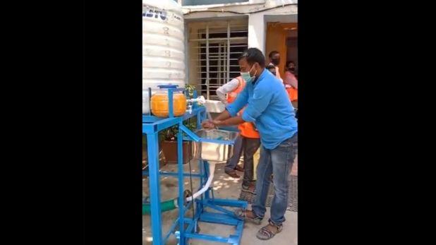 foot operated handwash machine, तेलंगाना के शख्स ने बनाया हैंड्स फ्री वॉशिंग स्टेशन, पैर चलाओ और हैंडवॉश करो