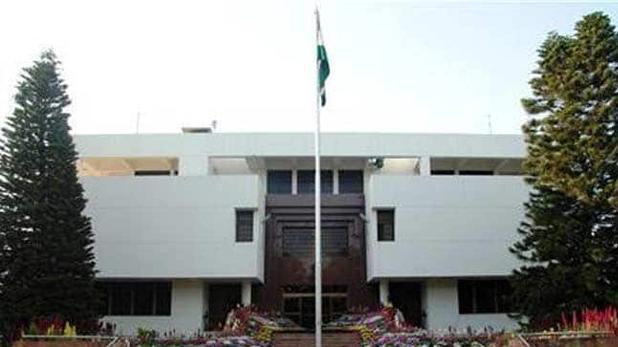पाकिस्तान, पाकिस्तान स्थित भारतीय उच्चायोग में फहराया तिरंगा, बिसारिया बोले ऐसे ही फहराता रहेगा