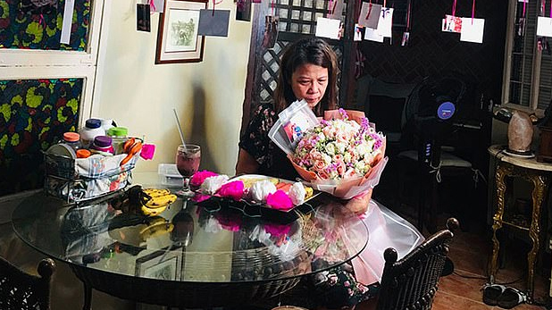 Daughter shocked when she receive an email from her late father, मरने के 10 महीने बाद भेजा बेटी को E-Mail! पत्नी के लिए ऐसे किया Surprise Plan