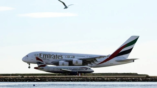 Due to Coronavirus Pandemic Emirates set to cut 9000 jobs, Coronavirus: खराब हालत में Emirates एयरलाइंस, 9000 स्टाफ की जाएगी जॉब